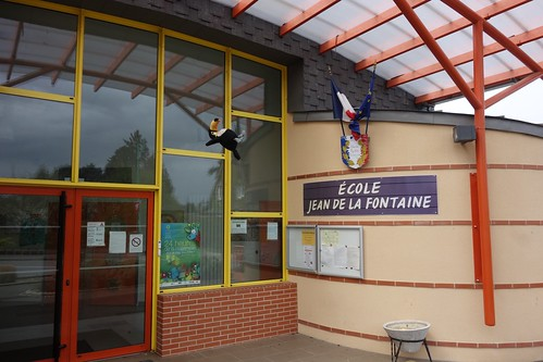 Arrivée à l'école Jean de la Fontaine à Dollon !