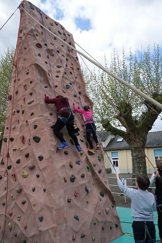 Bapteme d'escalade pour Pelico avec les élèves