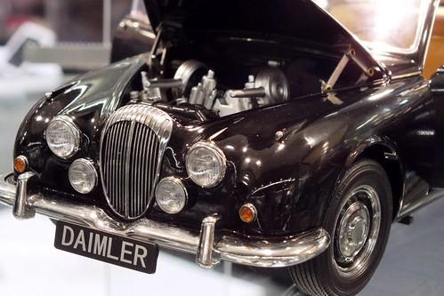 Model Icon Daimler V8-001