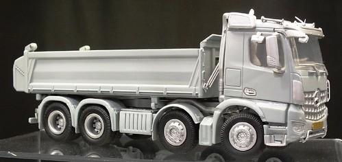 NZG Mercedes Arocs 8x4 (1)