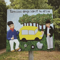 """Tünn, loss dinge Schrott he nit lije"" - Dude, don't leave up your trash here! (Sign in Colognian dialect)"