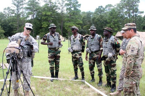 Logistics+brings+Senegalese%2C+U.S.+Soldiers+together