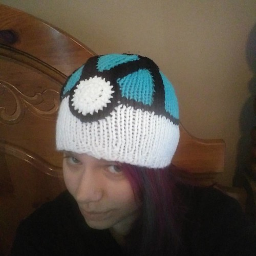 It's finished! The Net Ball hat is all finished and ready to be shipped out to my dear friend. <3  #mystikdesigns #pokemon #netball #handmadewithlove #knitting #crochet #knittingandcrochet #beanie #hat #affordablegifts #gottacatchemall #watertype #bugtype