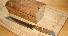 """Das Brotmesser. Die Brotmesser. Das Brotmesser liegt vor dem Brotlaib. • <a style=""""font-size:0.8em;"""" href=""""http://www.flickr.com/photos/42554185@N00/29172500283/"""" target=""""_blank"""">View on Flickr</a>"""