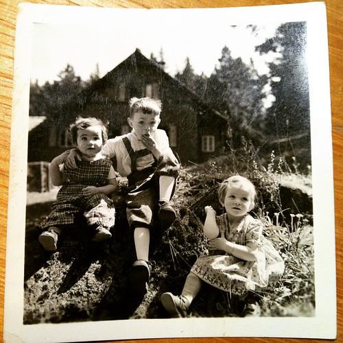 1. Mai 1955 Vater & Tanten vor dem #Forsthaus  280 #Familienphotos eingescant... #FamilieD #1955