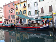 2011 05 24 Venice - floating market 1625