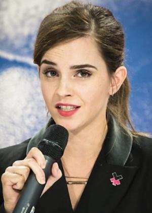 Com post em português, Emma Watson apoia campanha contra estupro