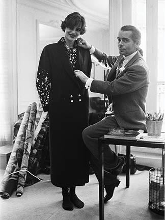 Com Inês de La Fressange, na Chanel