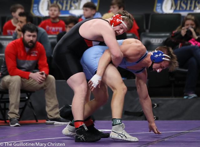 220AA 5th Place Match - Kaleb Haase (Redwood-River Valley) 35-5 won by decision over Brayden Weber (Becker) 38-8 (Dec 3-2). 190302BMC3898