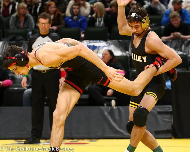 138 - Semifinal - Sebas Swiggum (Apple Valley) 52-2 won by decision over Trey Kruse (Stillwater) 43-6 (Dec 3-2) - 190302amk0068
