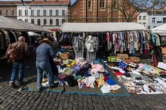 Marché aux Puces (Flea market) Place du Jeu de Balles