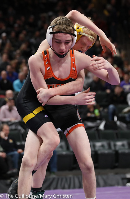 106AA Semifinal - Dylan Louwagie (Marshall) 40-9 won by decision over Ty Bisek (New London-Spicer) 26-13 (Dec 5-3). 190302AMC3109