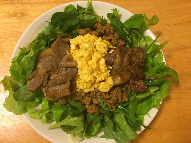 ひき肉のカレー味いためとスクランブルエッグ