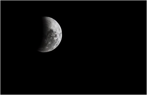 Lunar Eclipse 2011 by SkyStrike