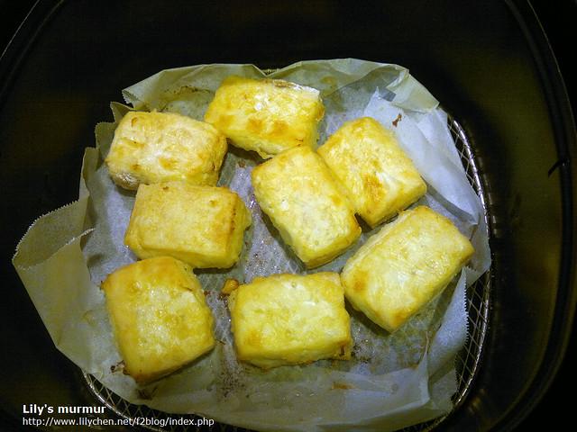 試炸板豆腐,還不賴,下次想試試看雞蛋豆腐。