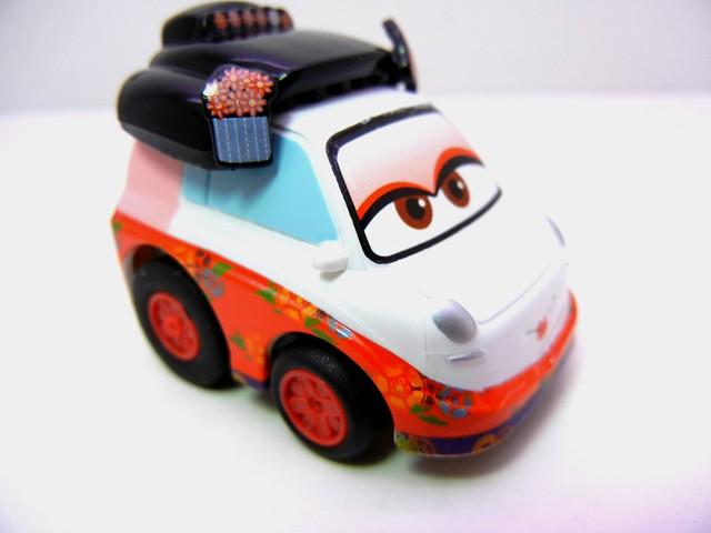 choro q disney cars 2 okuni (2)