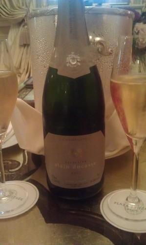 champagne awaits, Hôtel Plaza Athénée