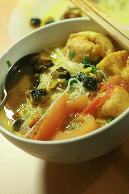 bun oc (Vietnamese snail noodle soup)