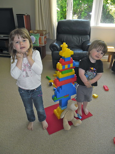 Duplo Tree with kids