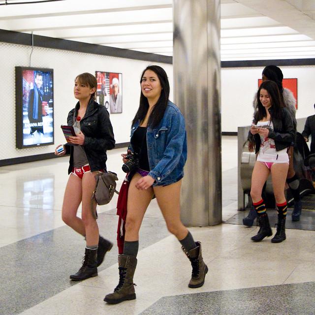 No Pants Subway Ride San Francisco 2012: montgomery 01