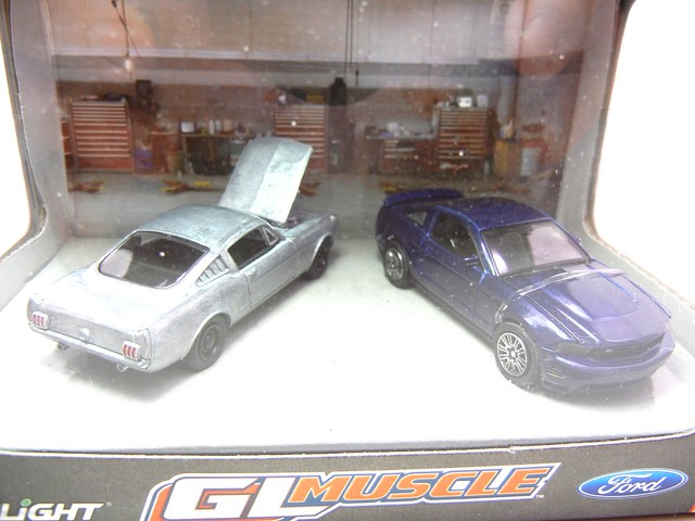 greenlight muscle ford mustang diorama (2)