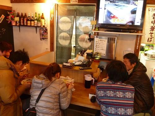 あたみ屋(気仙沼横丁), 陸前高田で土のう作りボランティア(甲斐のめぐみ号) Volunteer at Rikuzentakata, Iwate pref. Deeply affected by the Tsunami of Great East Japan Earthquake