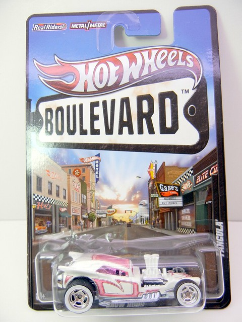 HOT WHEELS BOULEVARD FANGULA (1)