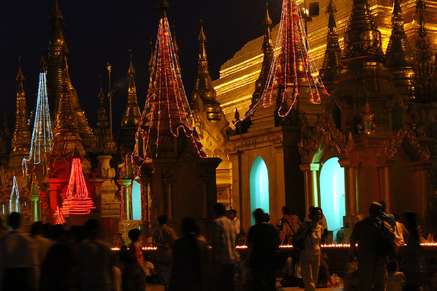 Swedagon Pagoda at night