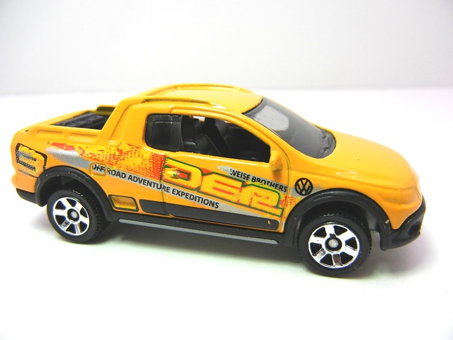 MATCHBOX VOLKSWAGEN SAVEIRO CROSS YELLOW (2)