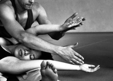 Contact Improvisation with Jonathan Megaw @ Moving East – photography by Julia Burstein