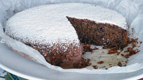 Cioccolate cake with nuts, almonds and candided ginger - Torta al cioccolato con nocciole, mandorle e zenzero candito