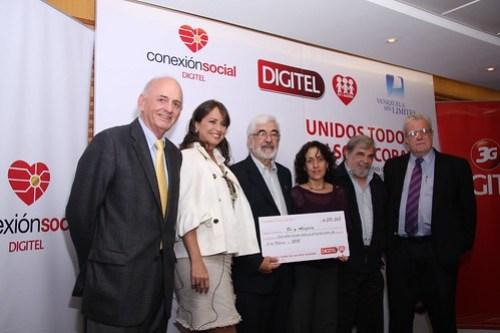 Entrega donativo Fe y Alegría  Oswaldo Cisneros Mireya Blavia de Cisneros José María De Viana