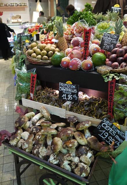 Rue de Passy market