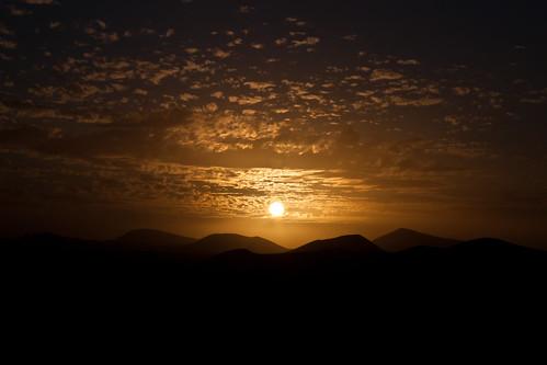 el sol il·lumna els volcans by frostis