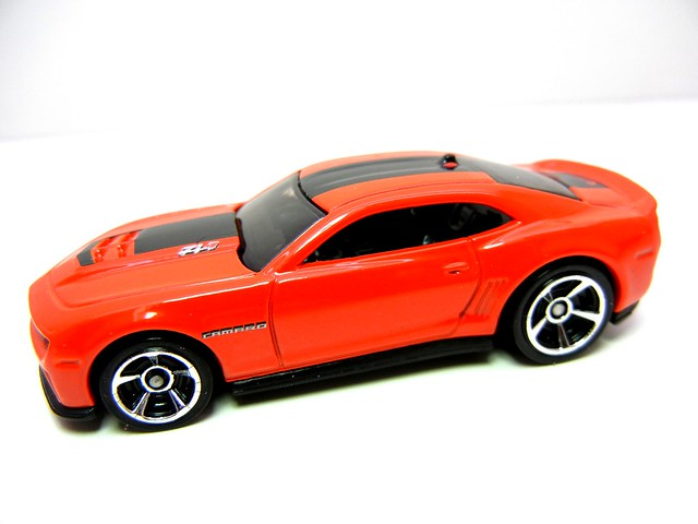 HOT WHEELS '12 CHEVY CAMARO ZL1 (2)