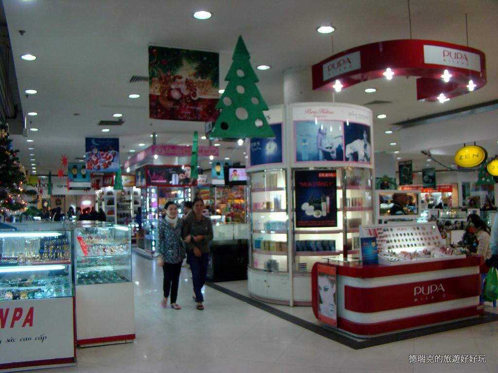 1112峴港 購物商場 Big C 大賣場 百貨公司 超市 超級市場 逛街 血拼 越南咖啡 白咖啡 聖誕節 聖誕樹 … | Flickr