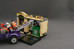 6864 The Batmobile and the Two-Face Chase - Bank 14