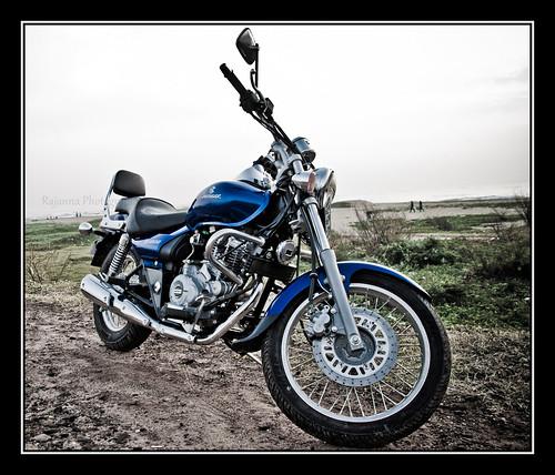 Bajaj Avenger 220 blue by Varnajaalam @ Rajanna
