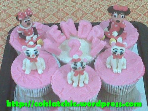 Cupcake set minnie mouse dan marie the cat