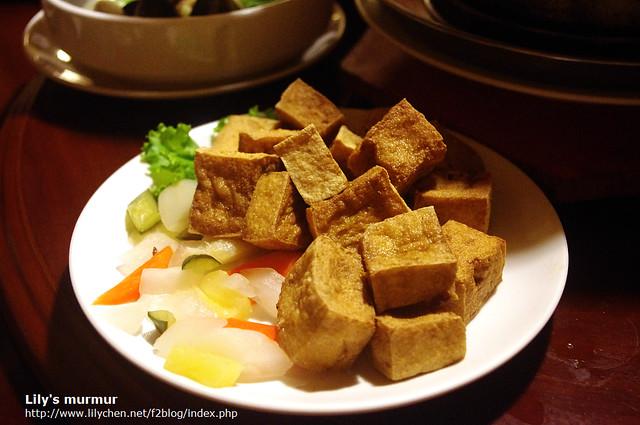 炸豆腐,中規中矩,跟其他比起來就比較一般。不過該有的外酥內軟還是有達到。