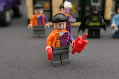 6864 The Batmobile and the Two-Face Chase - Goon 1
