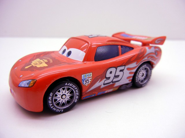 DISNEY CARS 2 COLLECT AND CONNECT PUZZLE #3 LONDON LIGHTNING MCQUEEN EXCLUSIVE (3)