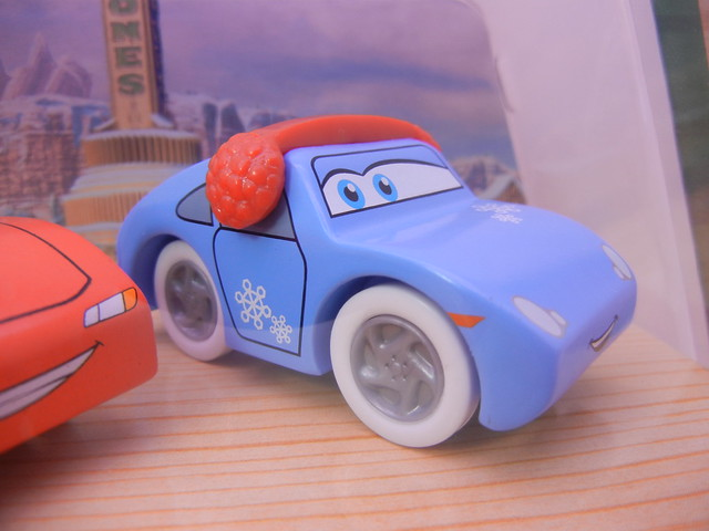 TOYS R US EXCLUSIVE WOODEN DISNEY CARS CHRISTMAS  (5)