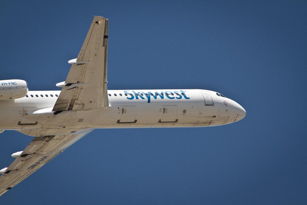 Skywest Fokker 100