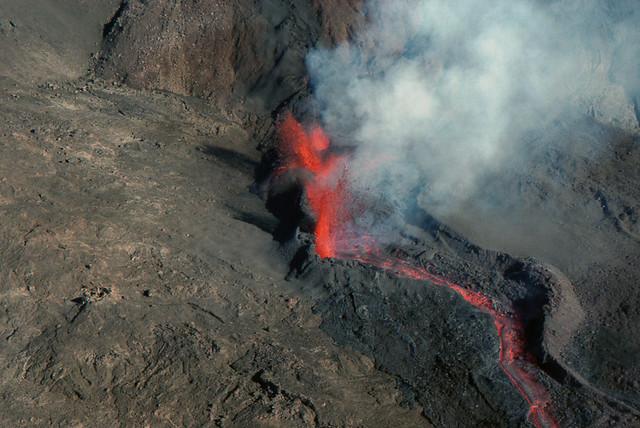 Eruption, piton de la fournaise mars 2001