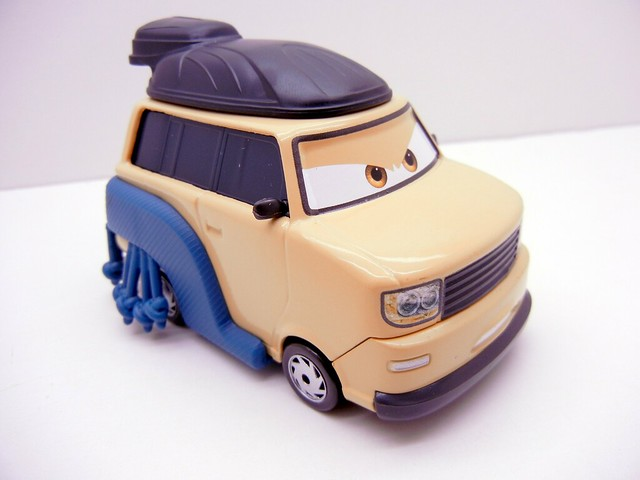 DISNEY CARS 2 OVERSIZED PINION TANAKA (2)