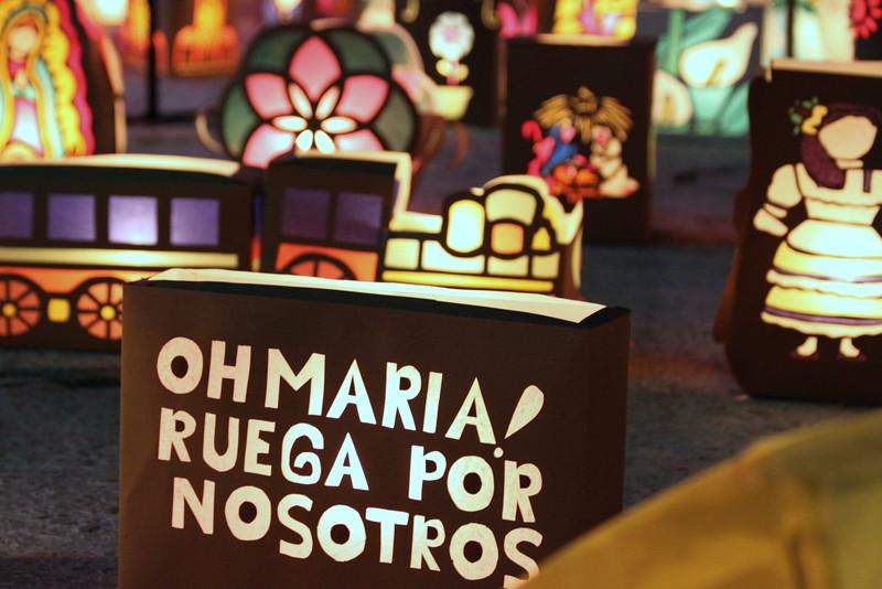 Faroles con mensajes religiosos en el alumbrado de Quimbaya