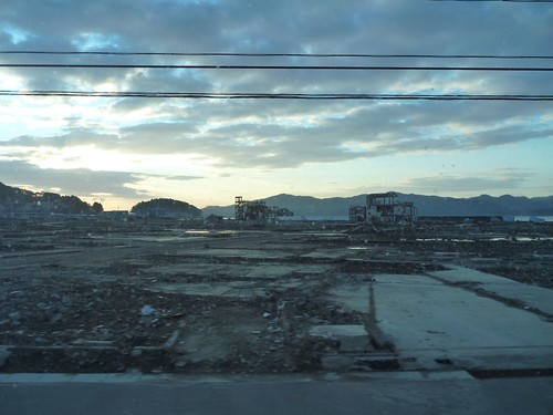 南三陸町の廻館で瓦礫片付け Volunteer at Mawaridate, Minamisanriku, Miyagi pref. Deeply Affected Area by the Tsunami of Great East Japan Earthquake