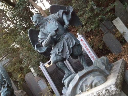 下りは薬王院を通ってきましたよ。天狗様かっこいいね。@2011/12/23 高尾山