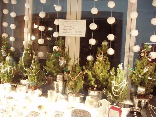 200612120115_Christmas-Strasbourg-jewellery-shop-window